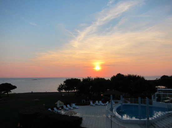 Mercure Les 3 Iles Chatelaillon Plage Hotel : sea view, lovely sunset....