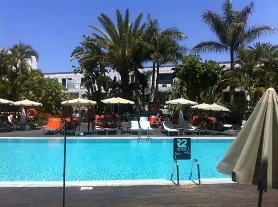 R2 Romantic Fantasia Suites: piscine chauffe hotel
