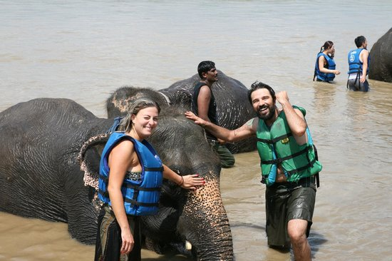 Trek Nepal Adventure's Day Hiking Tour: Bagno con gli elefanti - Chitwan