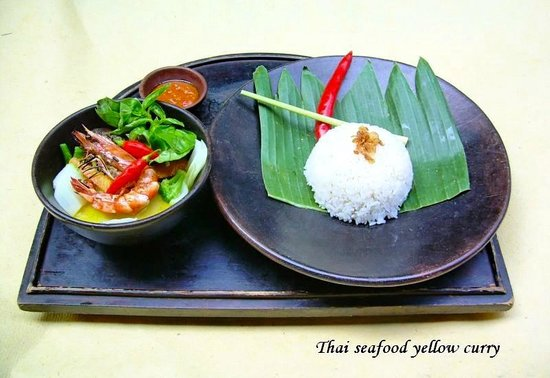 Cocos Beach Restaurant, Novotel Bali Benoa: On our menu: Thai seafood yellow curry