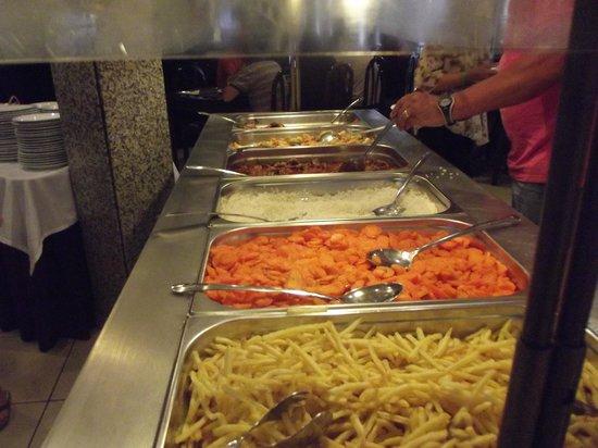 Luna Clube Brisamar: Same food every night
