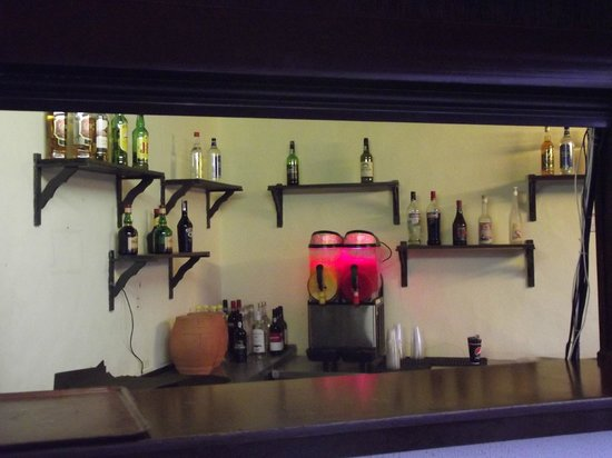 Luna Clube Brisamar: The well stocked and only bar!