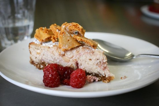 Demuths Cookery School: Raspberry cheesecake with honeycomb