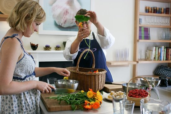 Demuths Cookery School: Sorting fresh picked salad leaves