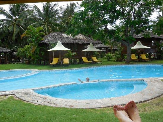 Coco Beach Resort : Бассейн