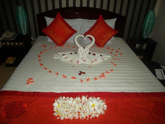 Hai Au Boutique hotel and spa : Seems a shame to spoil the display by sleeping in this bed!