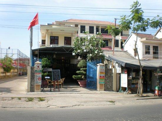Hai Au Boutique hotel and spa : Entrance to Hai Au Hotel and restaurant