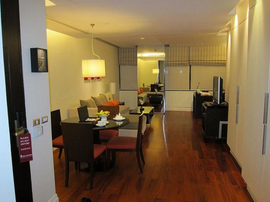 Siri Sathorn Executive Serviced Residence: Living room