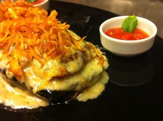 Edesta: pork fillet with Gorgonzola sauce & potato flakes