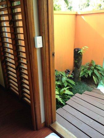 Mango Bay Resort Fiji: Door to Outdoor Show