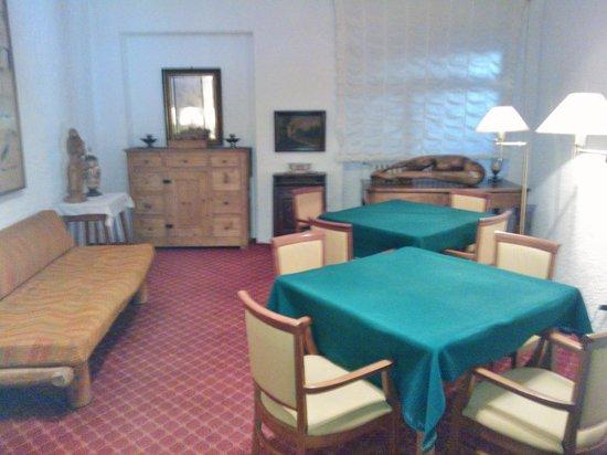 Hotel del Viale : Sala, arredi '70 e non solo