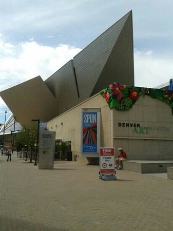 Bikalope Tours : Art museum
