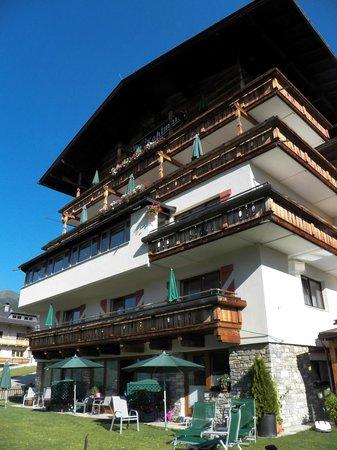 Kohlmais: Hotel from the Garden