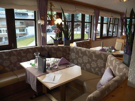 Kohlmais: Dining room