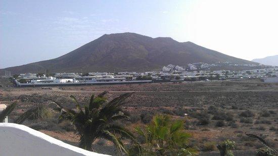 Heredad Kamezi Villas: View of volcano from garden