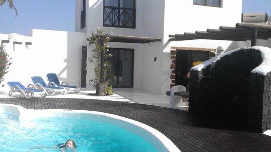 Heredad Kamezi Villas: View of villa from garden