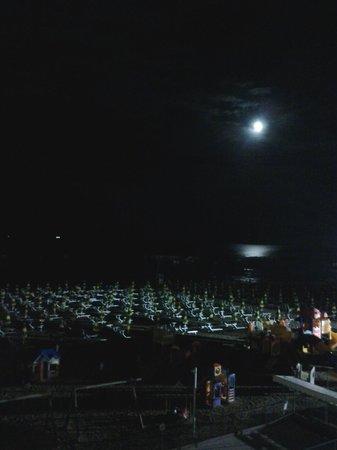 Albergo Aquila: vista notturna da camera