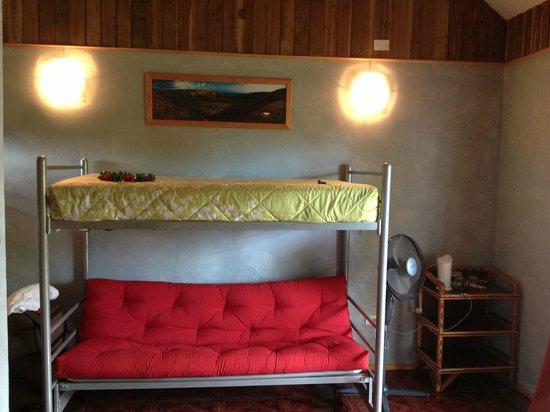 Chez Steve Residencia Kyle Mio: Litera y sofa