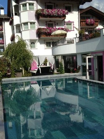 Alpin Garden Wellness Resort - Adults Only : piscina esterna riscaldata