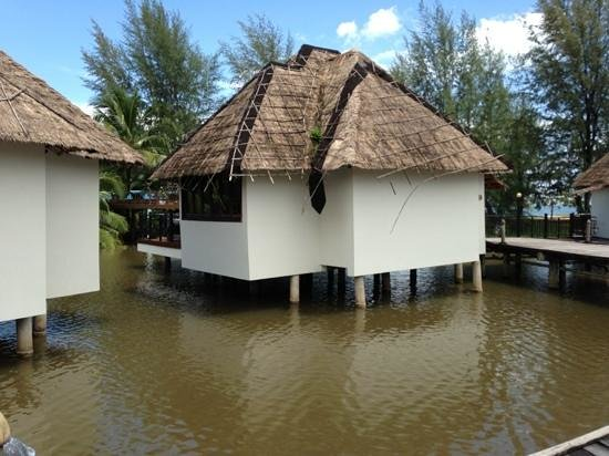 Sokha Beach Resort: leaking roofs of the bungalow...