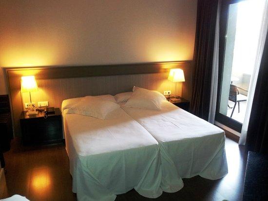 Condado Hotel Barcelona: Lovely clean bedroom