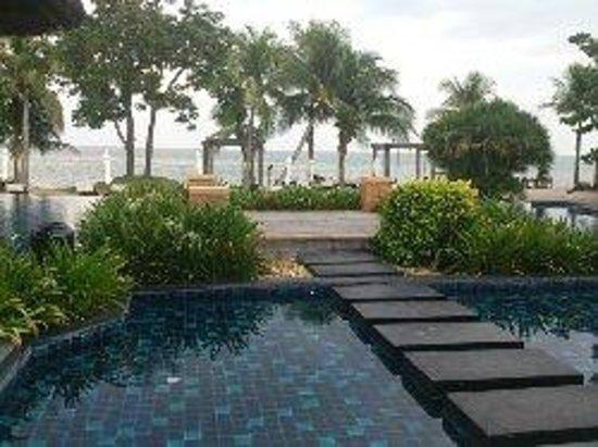 Asara Villa & Suite : Utsikt vid pool