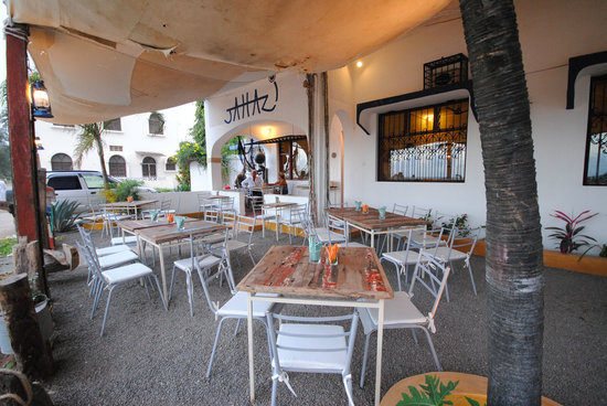 Jahazi Bar & Restaurant: Daytime veranda