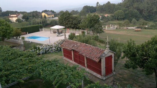 As Seis Chemineas: garden and pool