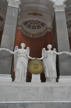 Befreiungshalle Kelheim: Скульптуры богинь победы из белого мрамора