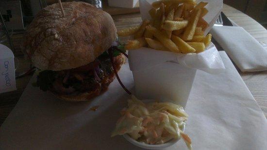 SO! Bar and Eats Ripon: Yankee Burger (Burger and Pulled Pork)