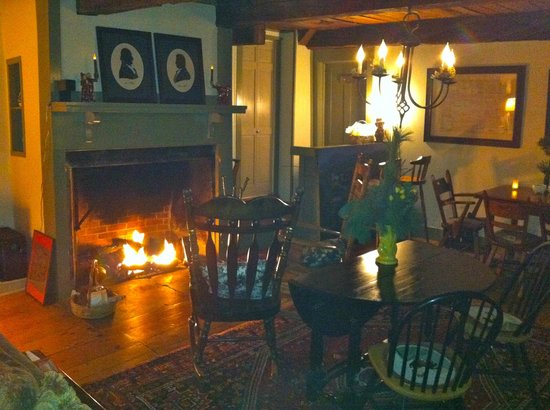 The Ira Allen House Bed and Breakfast: Guests love the fireplace in the Tavern
