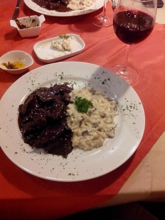 La Cave : Filetos de Filet ao Sauvignon com Risoto de Cogumelos