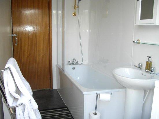 The Monaco: Bathroom