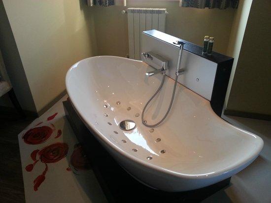 Vasca Da Bagno Harmony : Rose suite con vasca idromassaggio in camera picture of harmony