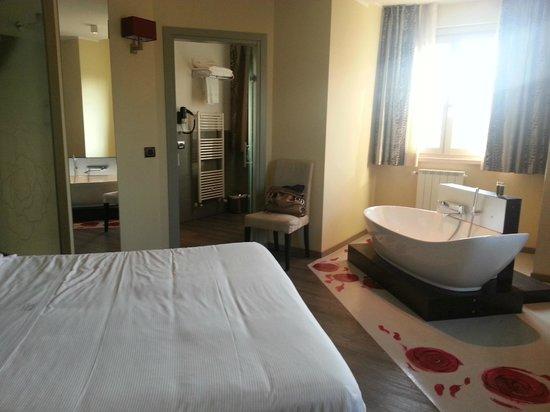 Vasca Da Bagno Harmony : Rose suite bagno picture of harmony suite hotel selvino