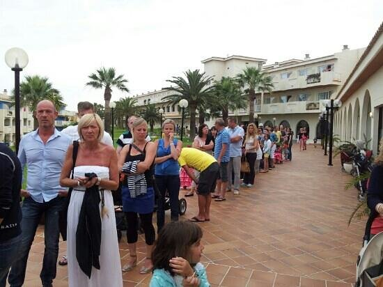 Blau Punta Reina Resort: fila al ristorante