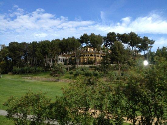 Castillo Hotel Son Vida, a Luxury Collection Hotel: Utsikt fra golfbanen mot svømmebassenget