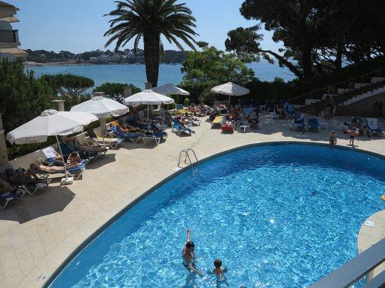 ILUNION Caleta Park: Poolen