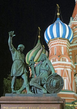 Moscow Private Tours : St. Basil's Cathedral at night