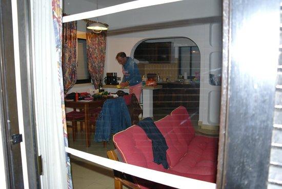 Prado do Golf : De woonkamer van buitenaf genomen