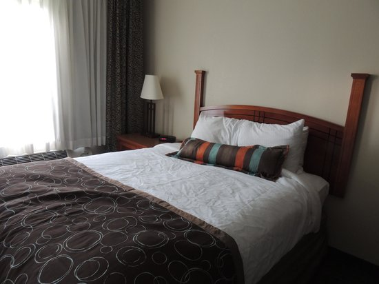 Staybridge Suites Corning: Nice bedding though frame is a little squeeky