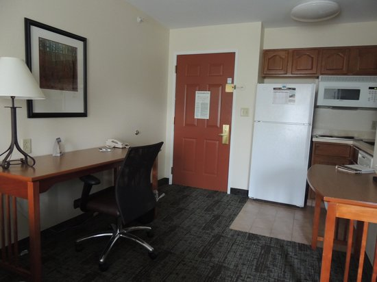 Staybridge Suites Corning: Handy kitchennette
