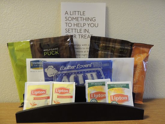 Staybridge Suites Corning: Nice touch - popcorn, tea, coffee