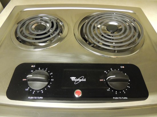 Staybridge Suites Corning: Electric stove with 2 burners