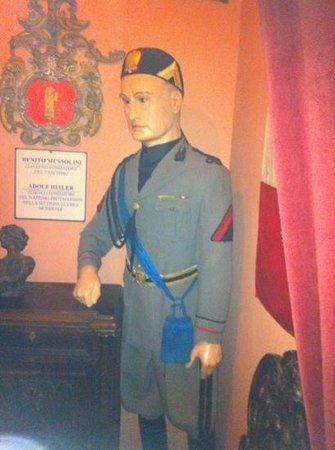 Museo Delle Cere: statua di cera di Benito Mussolini a San Marino