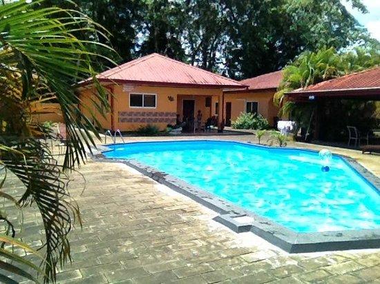 Kekemba Resort Paramaribo : Pool and rooms