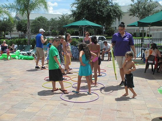 Summer Bay Orlando By Exploria Resorts: Children playing pool version of musical chairs