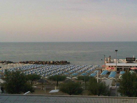 Hotel Alba Serena: Camera con vista mare...