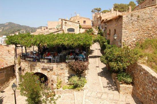 Тосса-де-Мар - Picture of Vila Vella (Old Town), Tossa de ...