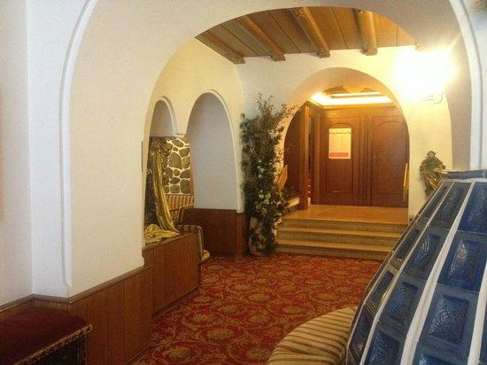 Alpen Hotel Corona Sport & Wellness: Ingresso Hotel